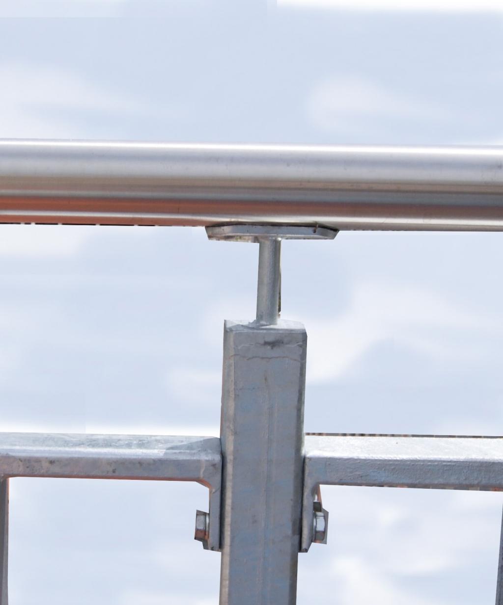 Balkongelander Mit Glasfullung Hieber Beton